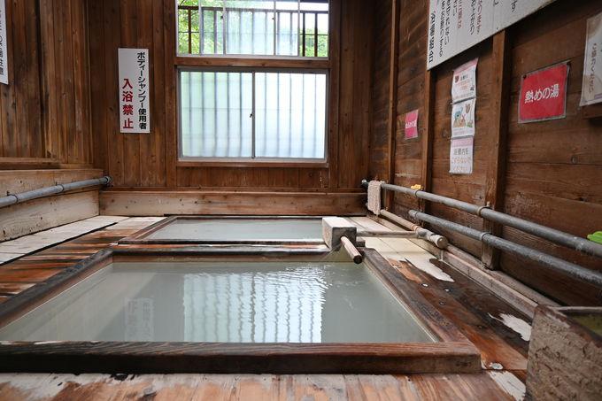 鹿の湯と同じ源泉を引く2ヵ所の共同浴場に浸かる贅沢