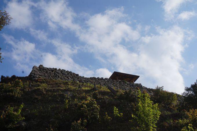 出石城築城に至った歴史を刻む、有子山城