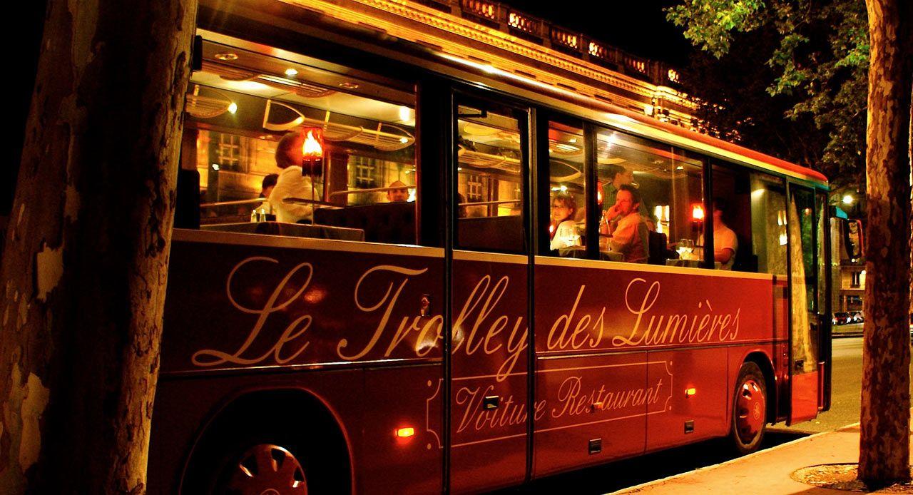 走るレストラン!リヨンの夜景を巡る「光のトロリーバス」