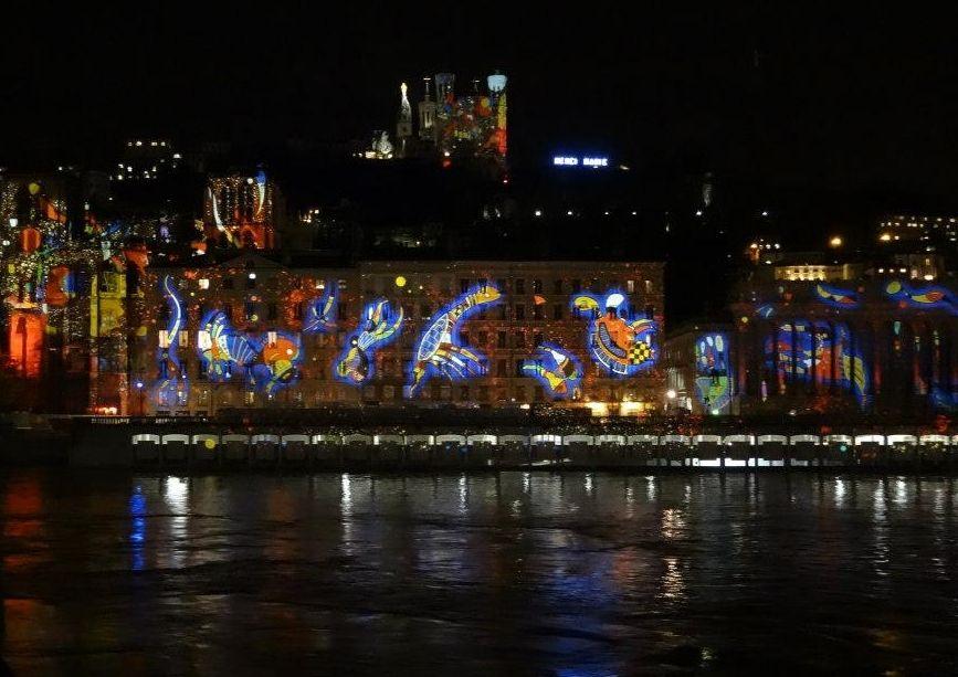 注目はリヨン冬の一大イベント「光の祭典」コース