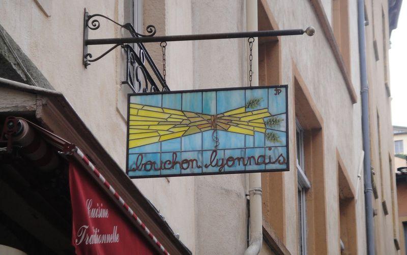 美食の町、リヨンの郷土料理の歴史をひもとく「ブション」=「わら束」とは?