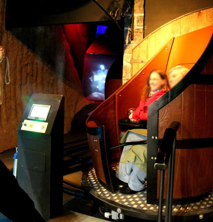 「スコッチウィスキー博物館」ウィスキー樽に乗って出発!