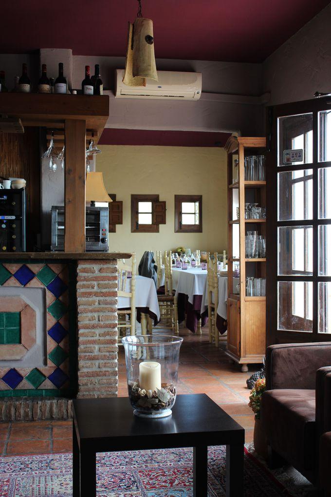 かわいい内装、天蓋付のベッドとおしゃれなインテリアのお部屋