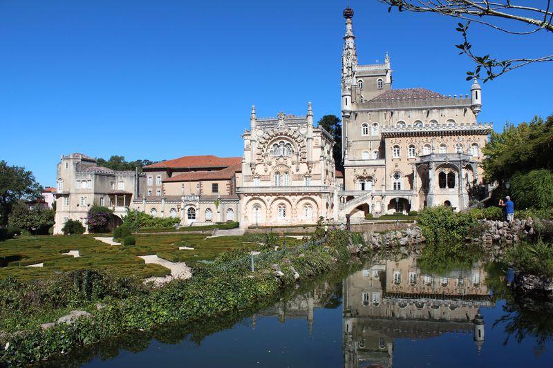 ポルトガルの国立公園に佇む美しい宮殿ホテル「ブサコパレス」