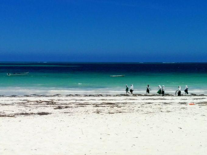 エメラルドグリーンの海を楽しめる一番いい季節は