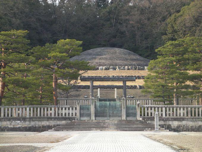 伏見城本丸跡にある明治天皇陵