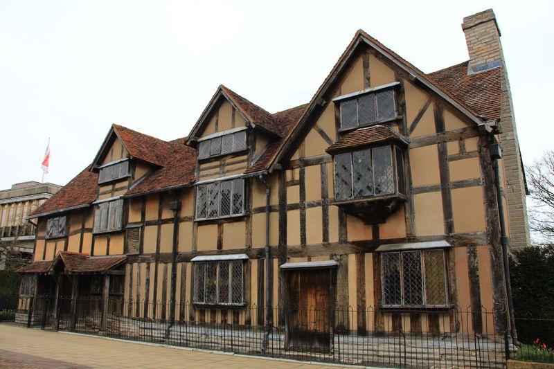 文豪シェイクスピアをたずねて、イギリス「ストラトフォード・アポン・エイヴォン」へ