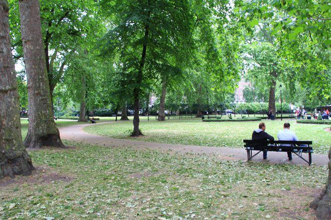 物語の始まりの場所ラッセル・スクエア・ガーデン