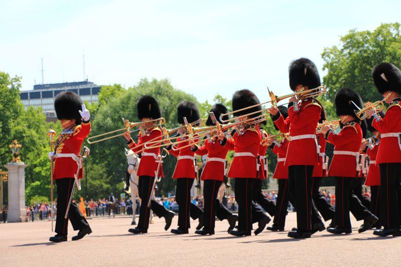 ロンドン名物!バッキンガム宮殿の衛兵交替式を楽しむコツ教えます!