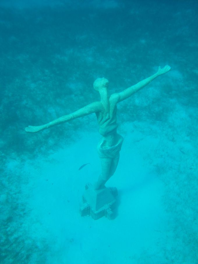コスメル島の魅力その2「海に沈むキリスト像&マリア像」