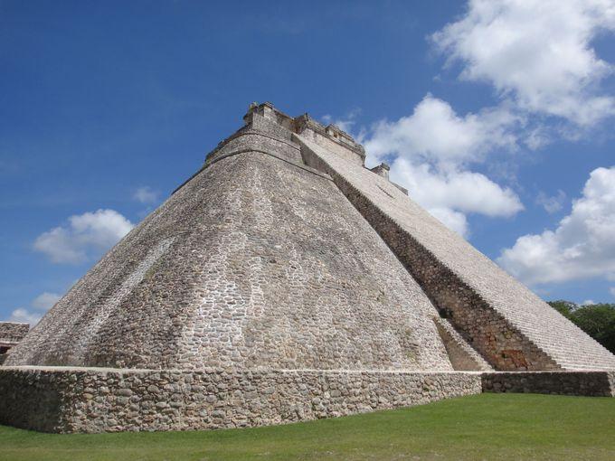 """""""魔法使いのピラミッド""""が圧巻の世界遺産「ウシュマル遺跡」"""
