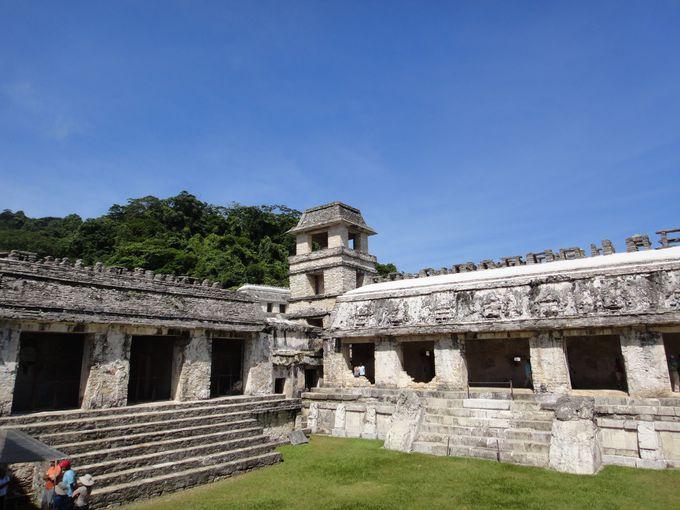パレンケの中心、マヤ建築が美しい「宮殿」