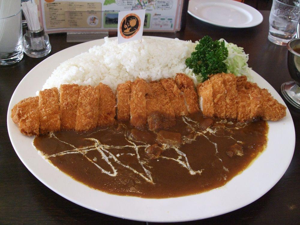 軍艦マーチと共に超弩級メニュー登場!横須賀で胃袋直撃の豪快地元メシ
