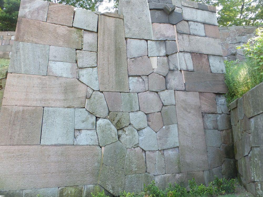 ちょっとマニアック?金沢城は石垣博物館!