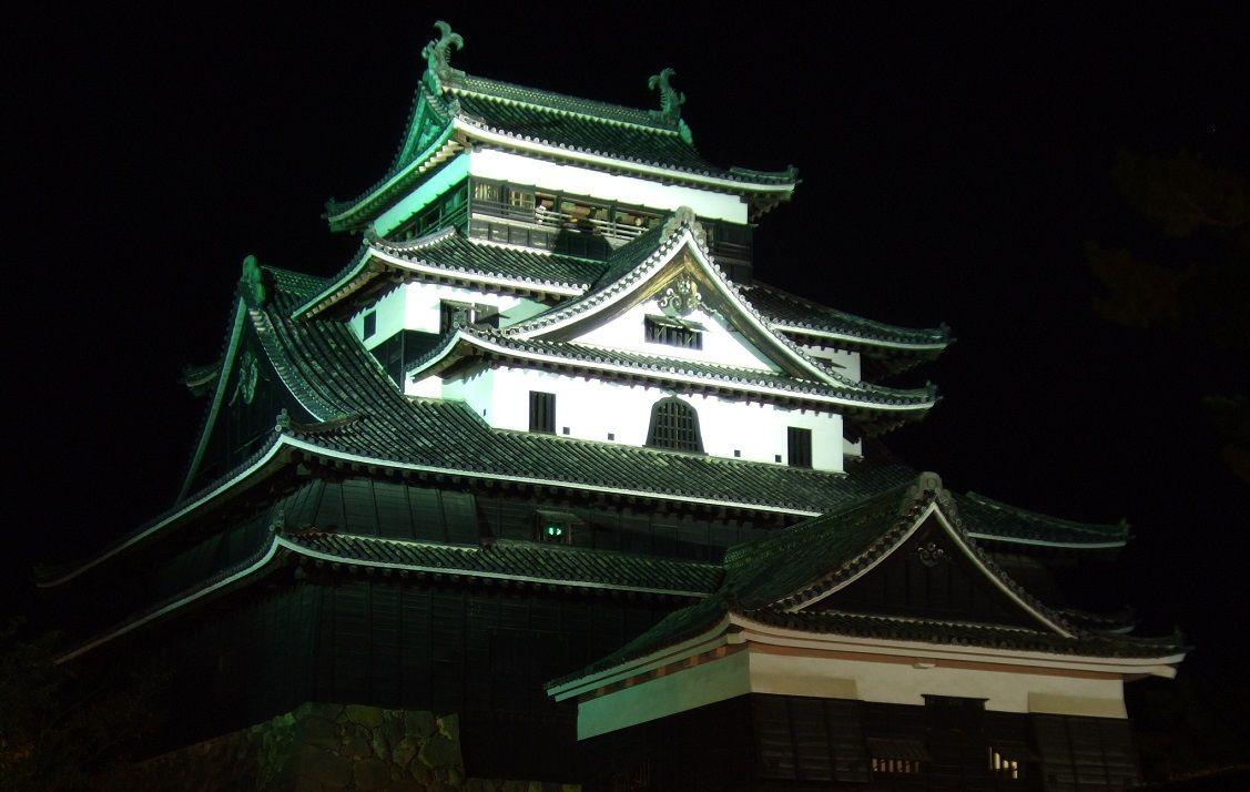 幻想的にライトアップされた「国宝・松江城」が遂に登場!!