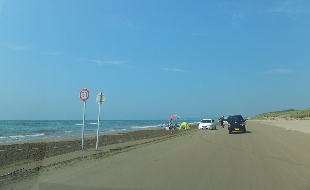 日本でココだけ!砂浜を走れる千里浜なぎさドライブウェイ!