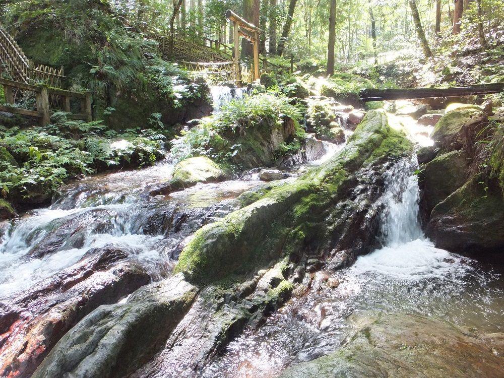 年間通して冷たい名水!日本遺産・瓜割の滝