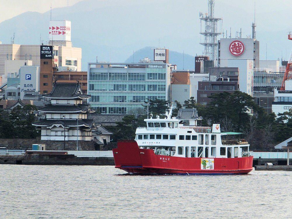 赤灯台から、海に浮かぶ高松城を眺めてみよう