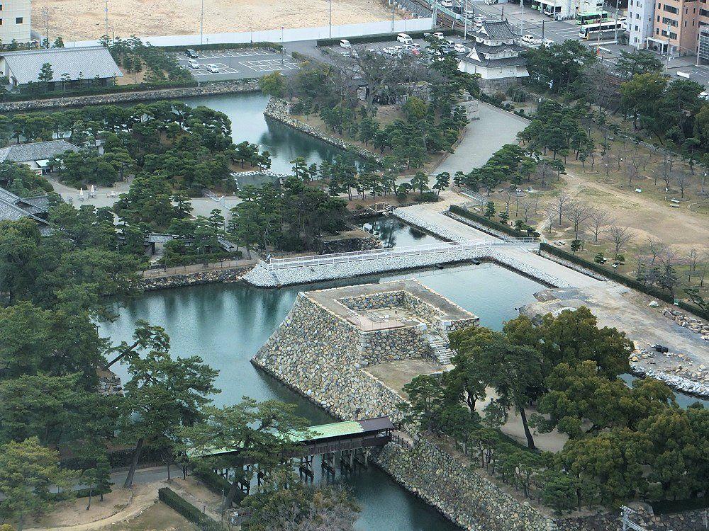 高松シンボルタワーに上って空から高松城を眺めよう!