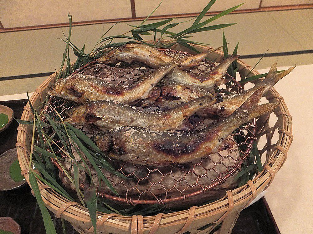 季節で変わる食事は選び抜かれた和会席で
