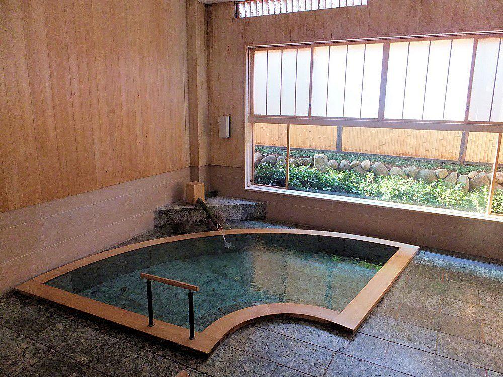 野天風呂で、貸切の内湯で、修善寺温泉を堪能する