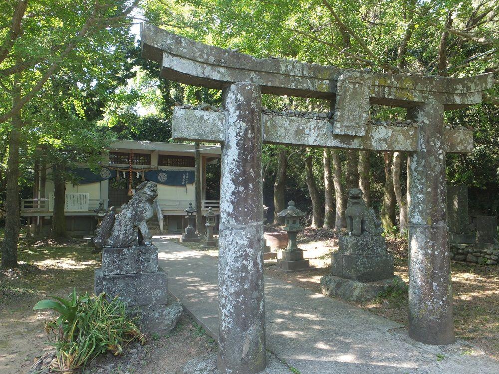 高島の氏神様「塩屋神社」にも参拝しよう!