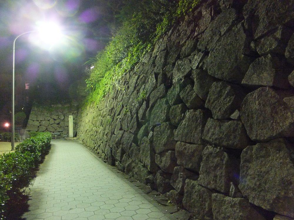 ちょっと足を延ばし徒歩50秒!町中で出会う三原城の痕跡