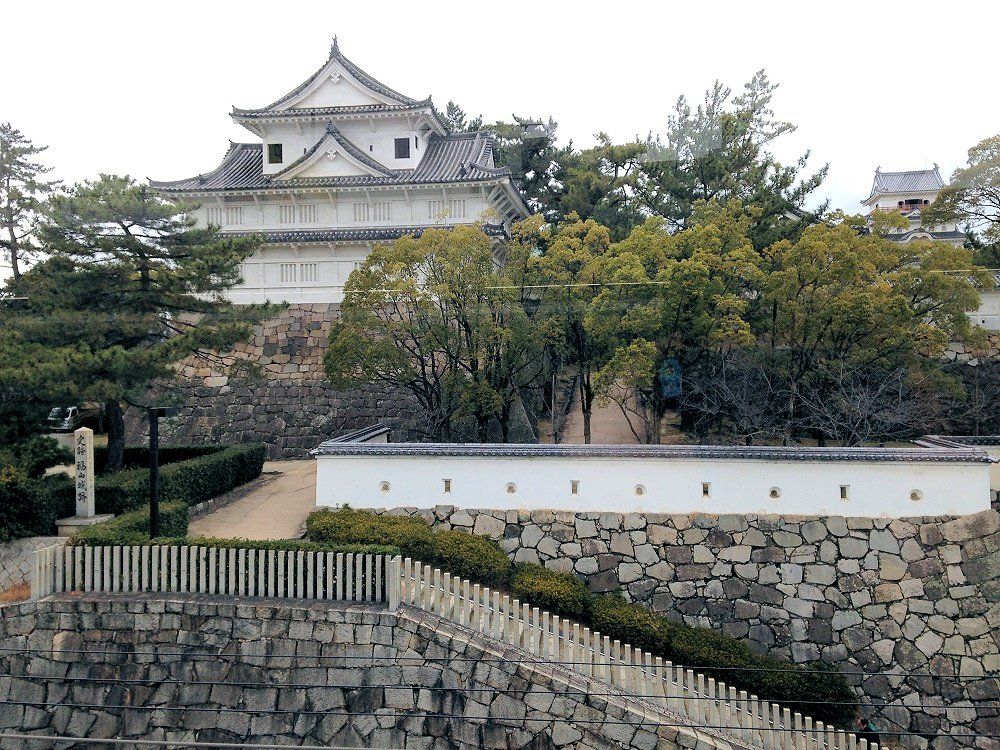 山陽新幹線・福山駅から!近すぎる福山城の眺め