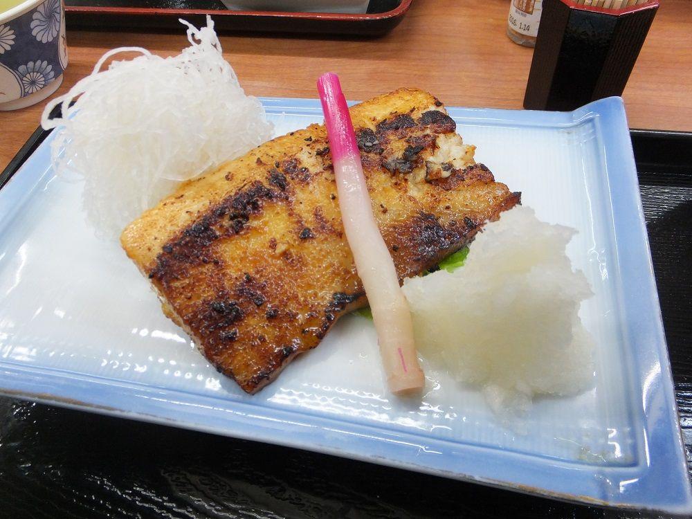 三崎のグルメならここ!鮪ステーキが美味しい「まるか食堂」