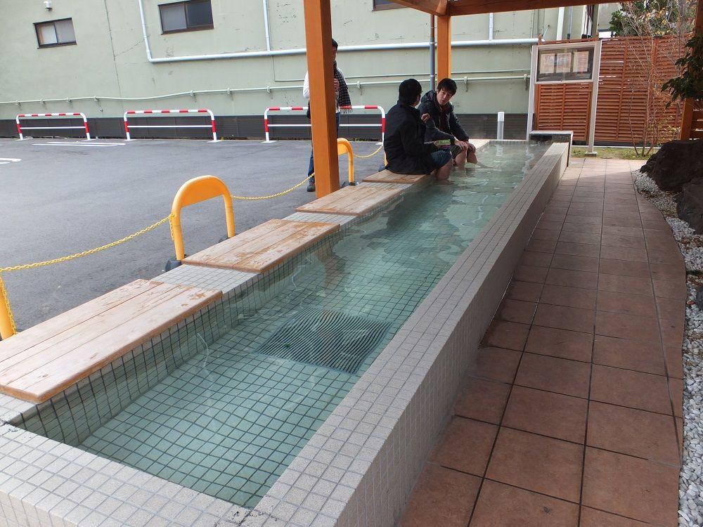 恐らく日本で唯一!サークルKにまさかの足湯
