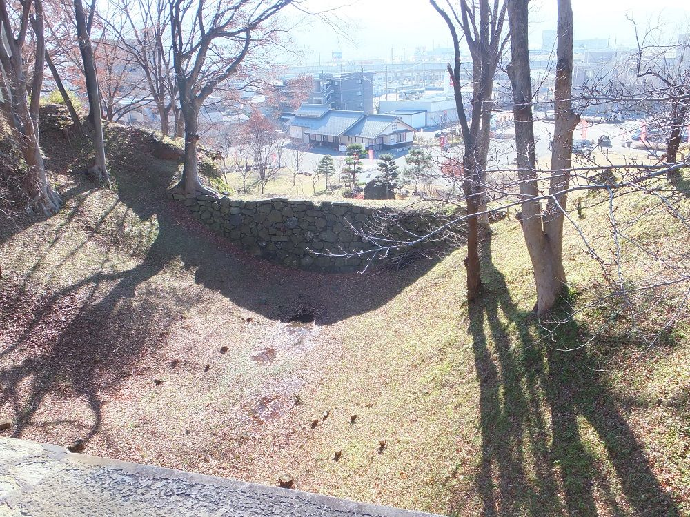 本丸東の空堀は排水溝もある真田の罠だった?