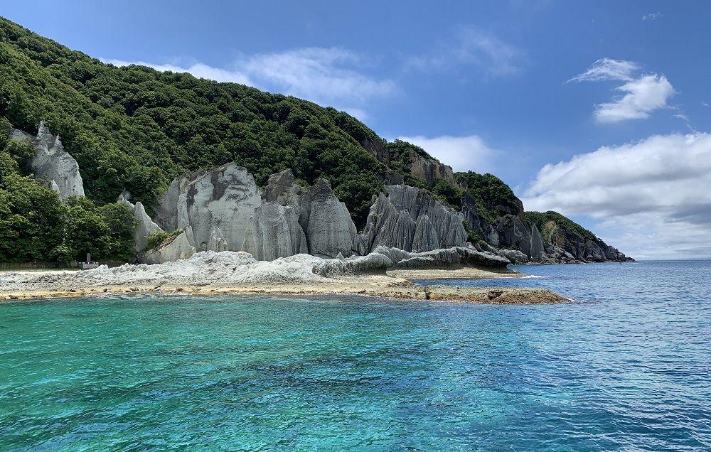 2000万年!「仏ヶ浦グリーン」と奇岩群の成り立ち