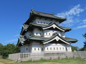 アップルパイが美味!「弘前城」9棟の重要文化財を巡ろう