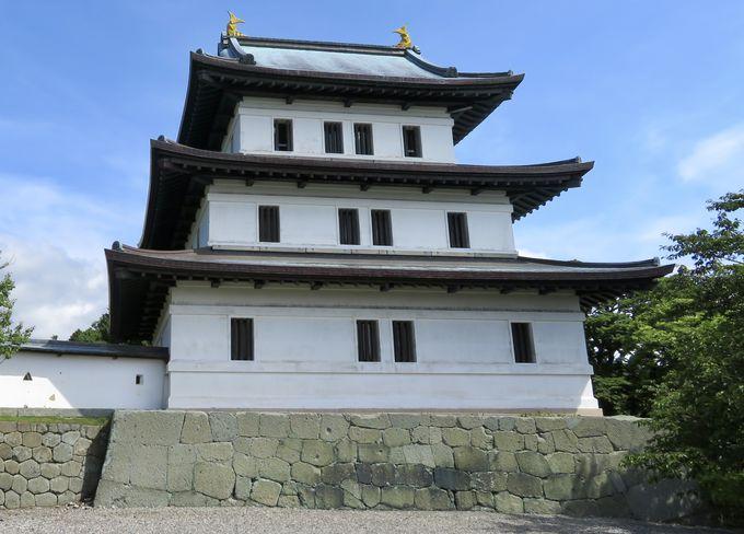 重要文化財の城門と外観復元天守!
