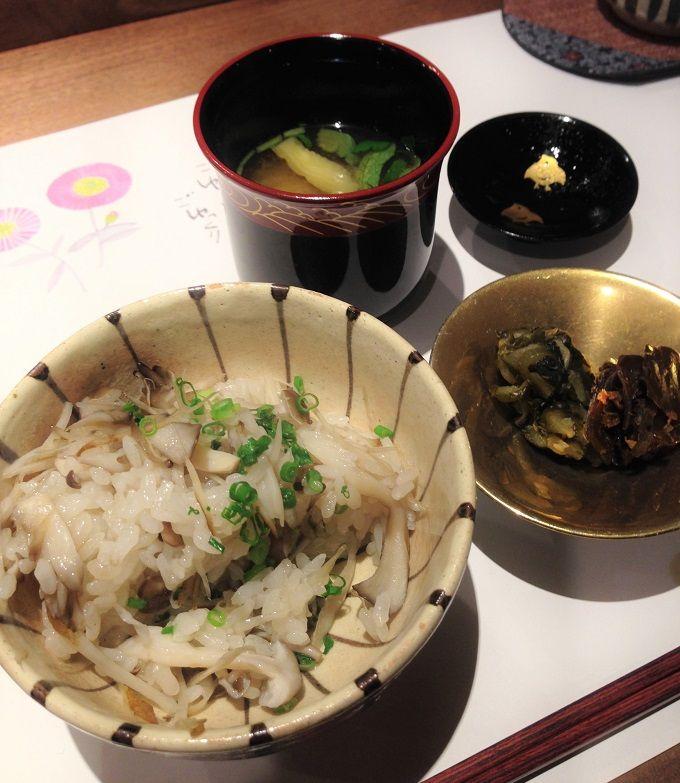 〆の炊き立て土鍋ご飯