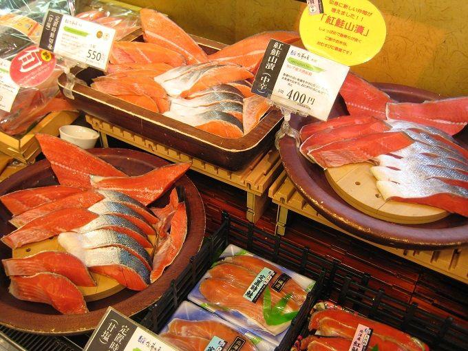 質の高い海産物と豊富な試食