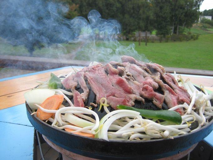 ジンギスカン鍋は七厘の炭火