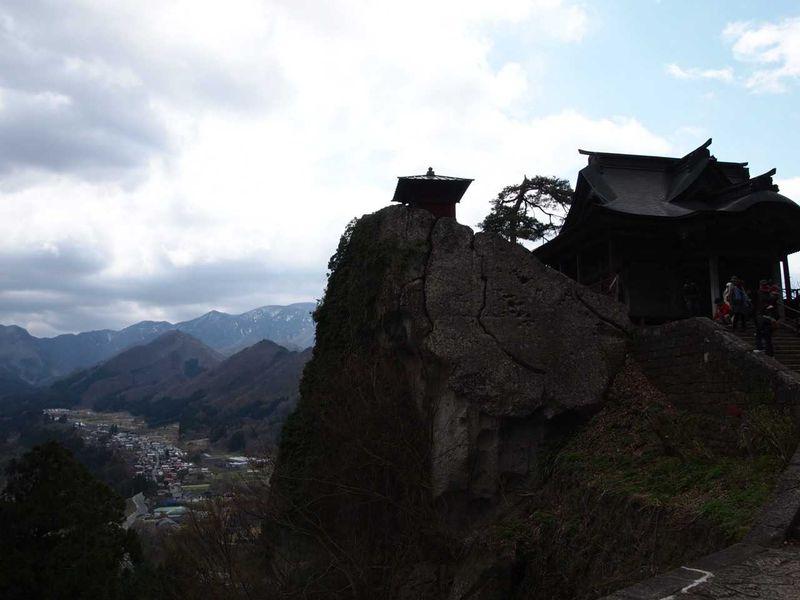 松尾芭蕉の句で有名な山寺へ!!登った人だけが見られる絶景と美味しい山形グルメ!!