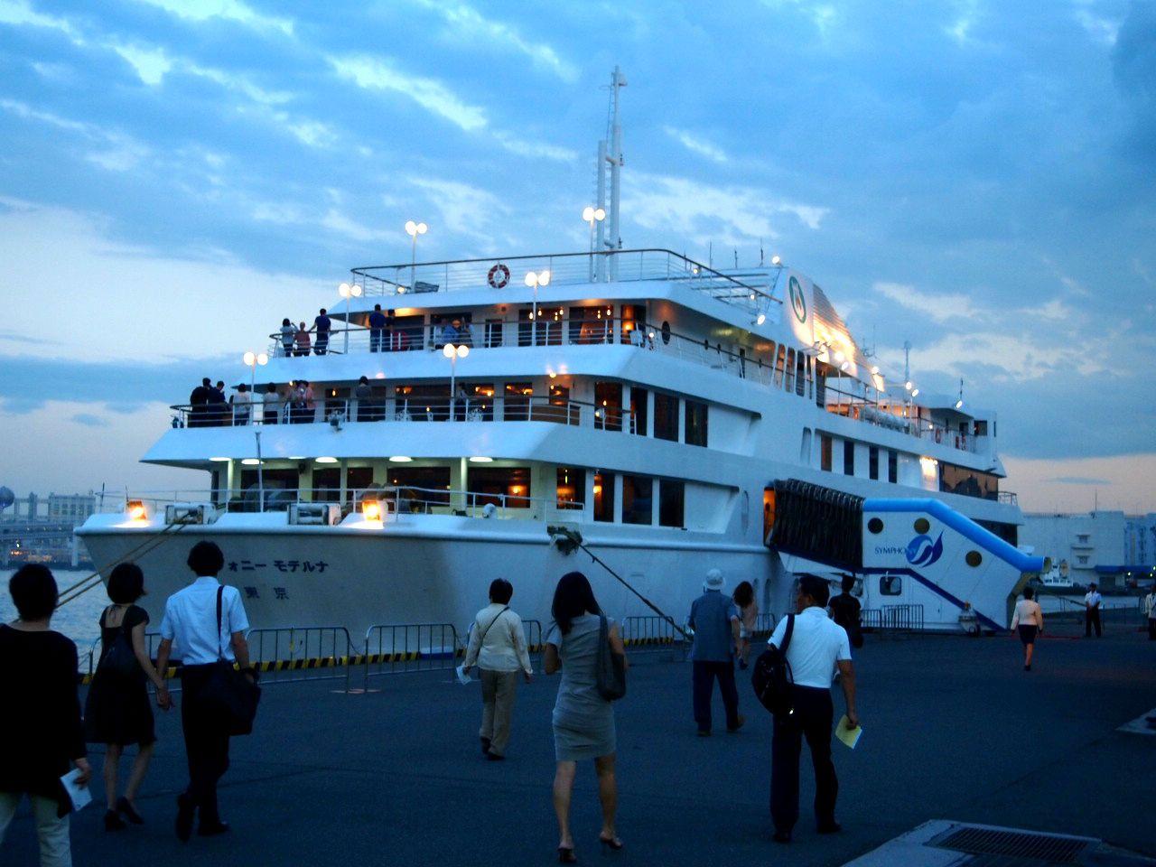 シンフォニーの出港は日の出埠頭から・・・