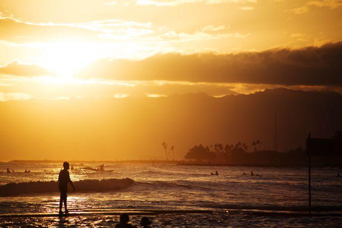 「カハモナクビーチ」から望むハワイの夕陽