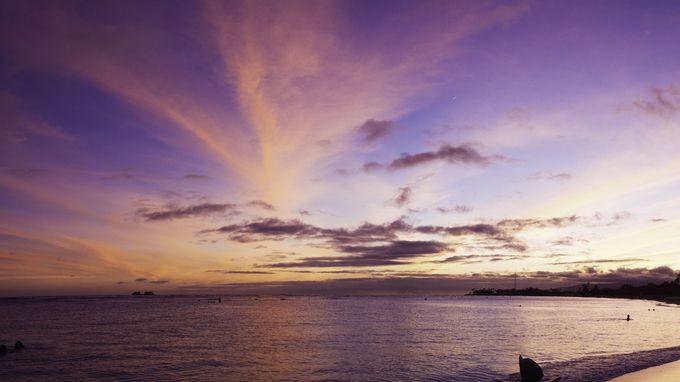 「ワイキキビーチ」でマジックアワーの空を見よう!