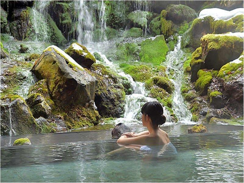 渓流美とマイナスイオンが添う—。「蓼科グランドホテル 滝の湯」で美食・温泉・癒し泊