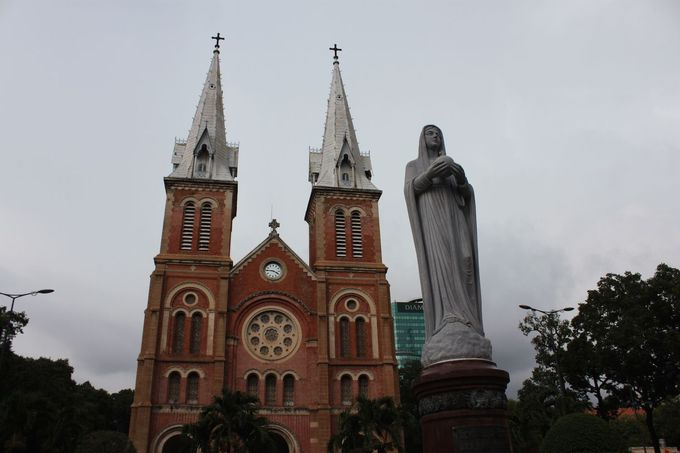 4.「サイゴン大教会」に魅了される!