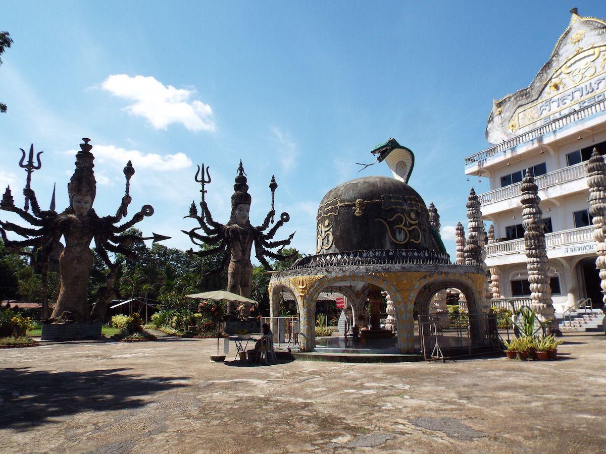 元祖のビエンチャンにある寺院を凌ぐ規模!