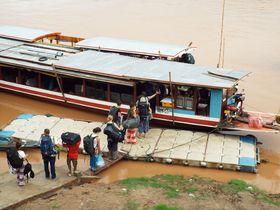 ラオスの時間を感じよう!メコン川を「スローボート」で移動する船の旅
