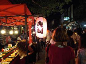 タイ北方のバラ・チェンマイ。この街の「サンデーマーケット」に観光エッセンスが詰まってる