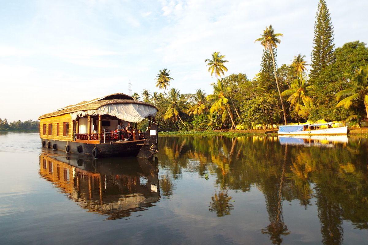 南インド観光のハイライト「バックウォーター・クルーズ」。その素晴らしい南国の風景に酔いしれたい