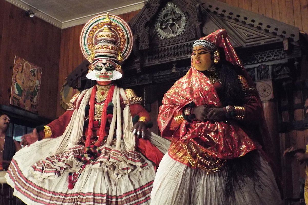 南インド・コーチンの伝統舞踊「カタカリ・ダンス」。その奇抜で多彩な身体表現を、一度は体験しておきたい