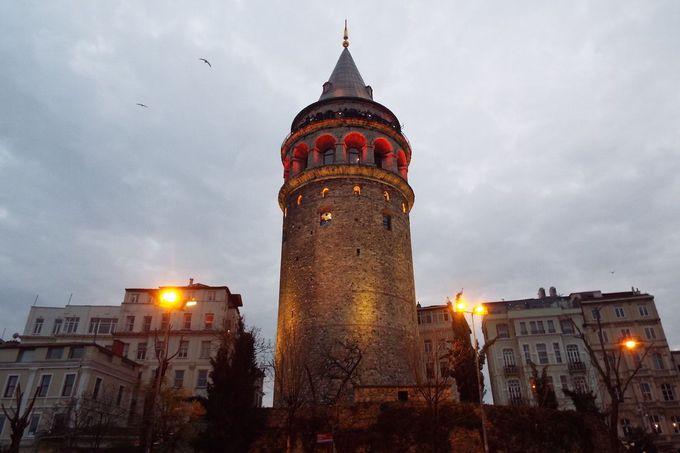 悠久の歴史を湛えた「ガラタ塔」
