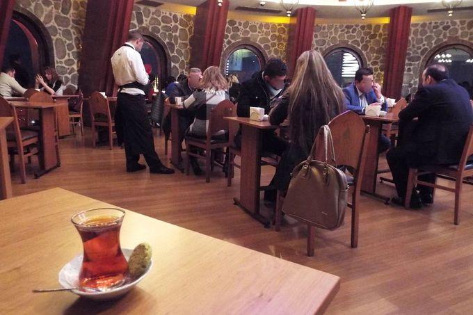 展望階には、カフェ&レストランも!